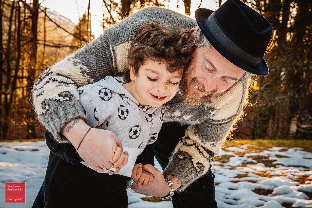 Set fotografico esterno invernale famiglia bambini Stefano Pedrelli