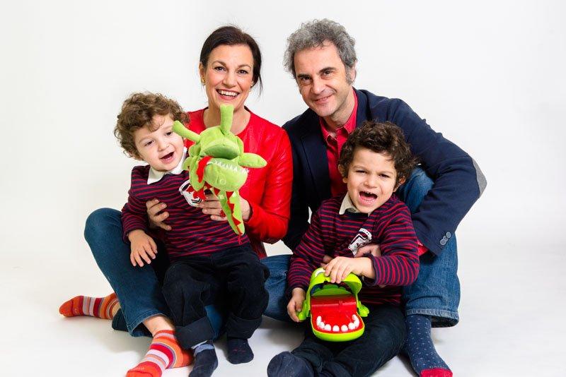 Fotografo famiglia bambini studio Milano Moms Bar
